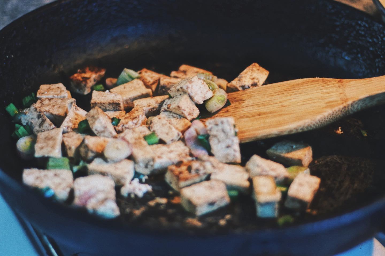 Tofu revuelto: una receta deliciosa para salir del paso